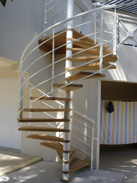 Escalier en colimaçon blanc Vendée - ABEG